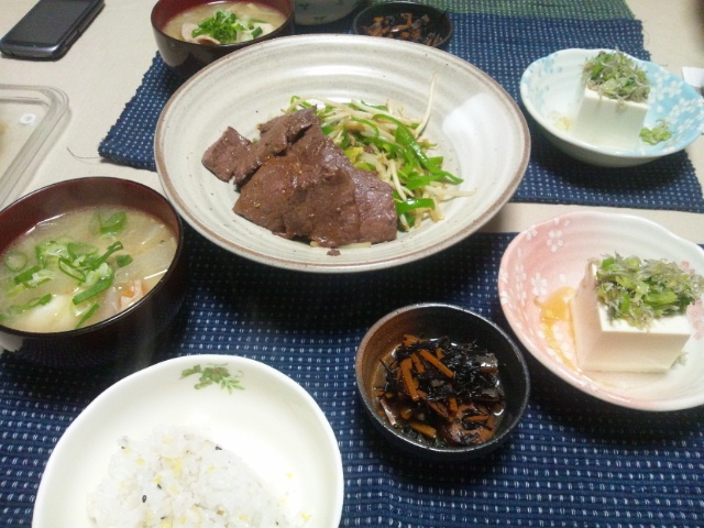 肉野菜炒めと豚汁